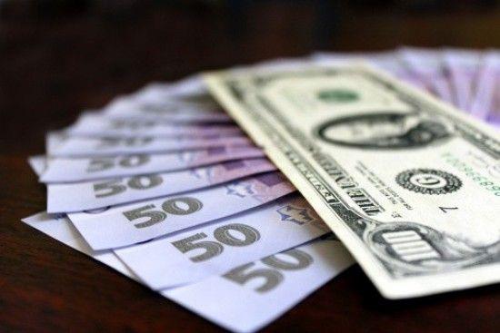 Долар знову здорожчав, а євро зовсім трохи здешевшав у курсах Нацбанку на 28 вересня. Інфографіка