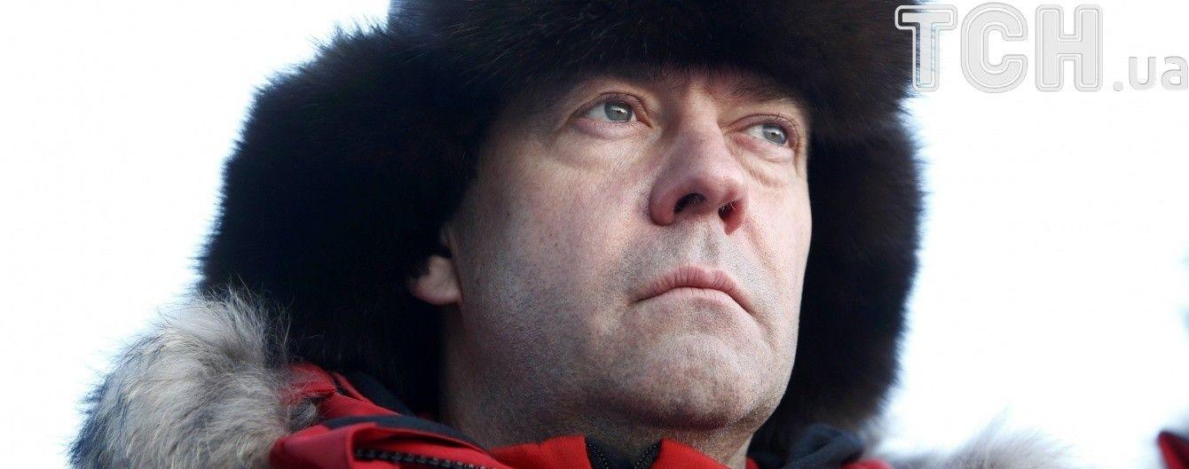 Медведев не ездит в регионы из-за расследования Навального о его виллах и виноградниках - СМИ