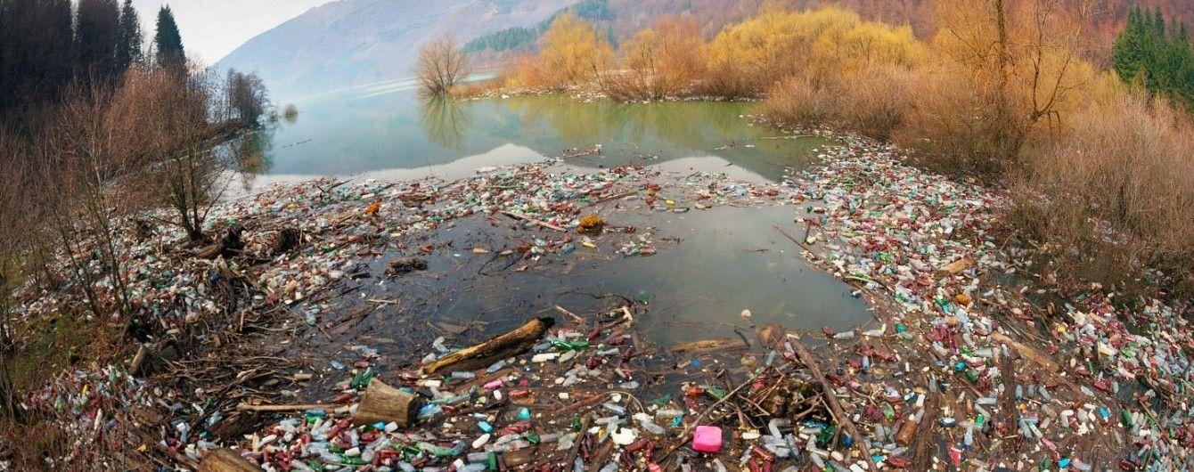 Затори з пластику: закарпатські річки заповнюються сміттям, яке немає куди вивезти