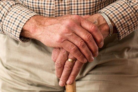 """Журналісти викрили мільйонну схему """"віджиму"""" квартир у самотніх пенсіонерів"""