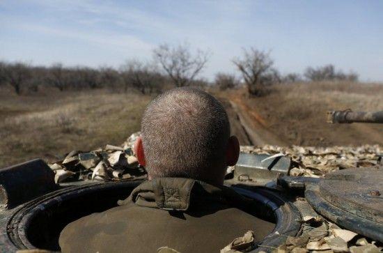 Під час обстрілів бойовиків на Донбасі був поранений український боєць. Хроніка АТО