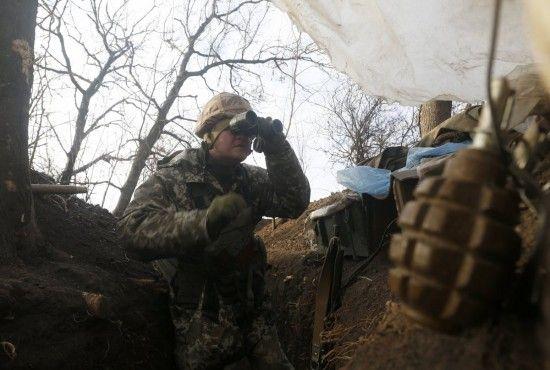 На Донбасі бойовики вбили українського бійця, ще двох поранили. Хроніка АТО