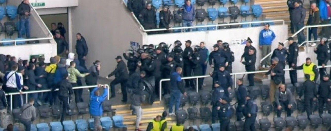 """Фанаты """"Черноморца"""" подрались с полицией в день смеха"""