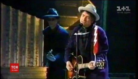 Боб Дилан наконец получил Нобелевскую премию по литературе