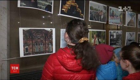 В днепровском метро открыли фотовыставку, чтобы увеличить количество пассажиров