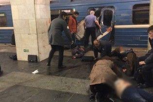 ЗМІ повідомляють про 10 загиблих внаслідок вибухів у метро Петербурга