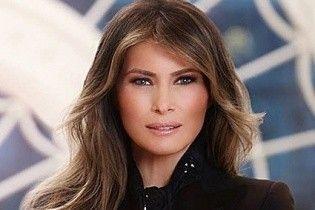 Как всегда, элегантна: первая леди Мелания Трамп на своем официальном портрете