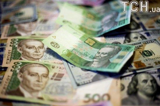 Долар здорожчає в курсах Нацбанку на середу. Інфографіка