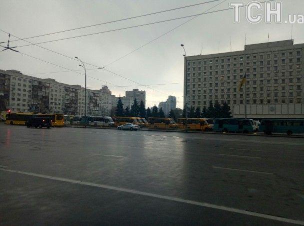 В Киеве протестуют маршрутчики: собираются сжечь автобус посреди столицы