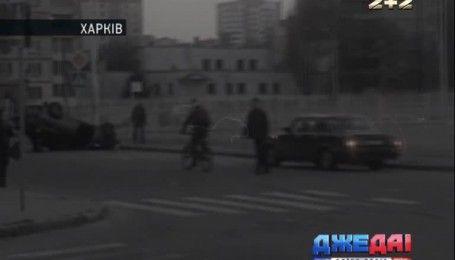В Днепре двое злоумышленников среди белого дня угрожали электрошокером водителю