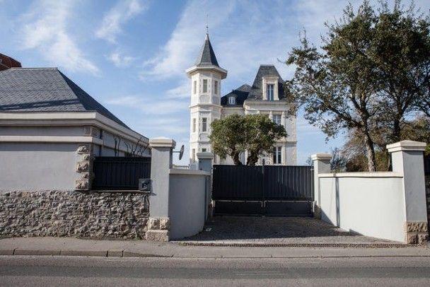Журналісти показали французькі вілли екс-дружини та доньки Путіна за мільйони євро