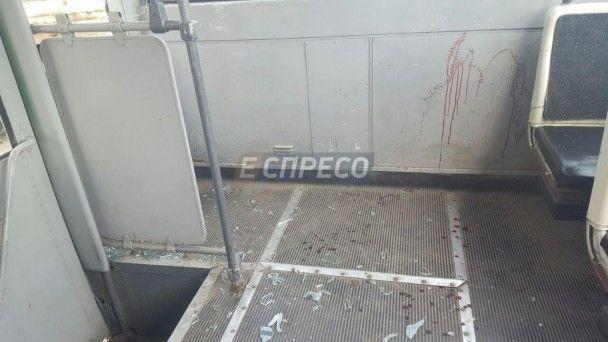 В Киеве троллейбус с пассажирами протаранил грузовик
