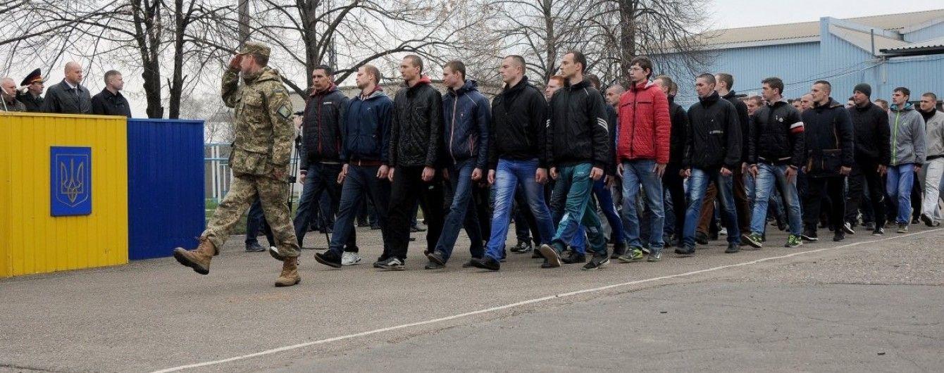 В Тернополе парень выпал с пятого этажа военкомата, чтобы уклониться от призыва