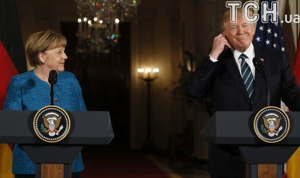 Трамп отказался пожать руку Меркель несмотря на призывы журналистов