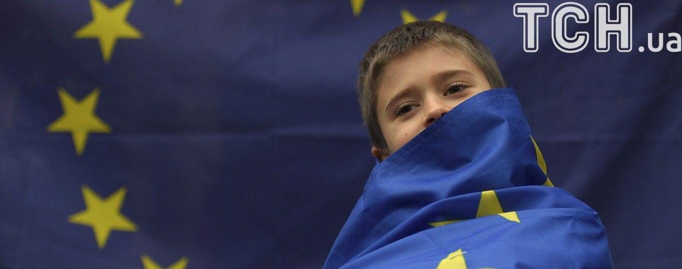 Еврофлешмоб: В разных городах Украины подняли флаги ЕС