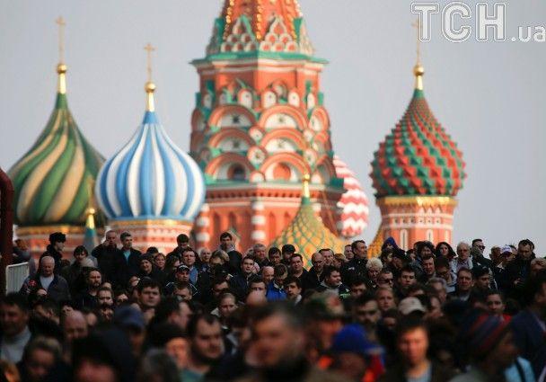 С цветами, портретами Путина и концертом: в Москве прошла акция памяти жертв теракта в Питере