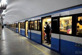 В киевском метро погиб экстремал, который хотел прокатиться на вагоне поезда