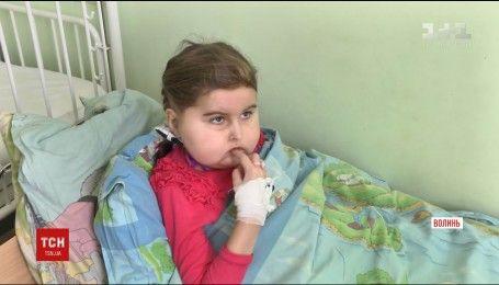 Помощи неравнодушных требует 6-летняя Настя с редкой формой опухоли мозга