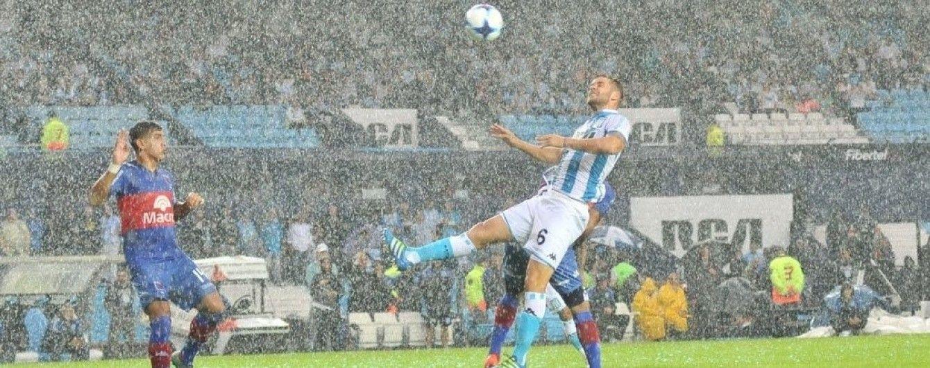 Потужна злива зірвала футбольний матч чемпіонату Аргентини