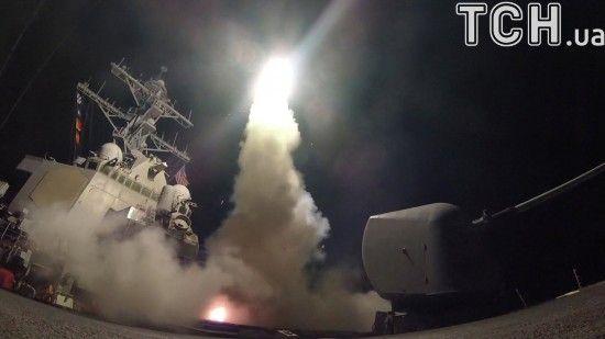 CNN: Американські есмінці, субмарини та літаки готові відповісти ударами в Сирії