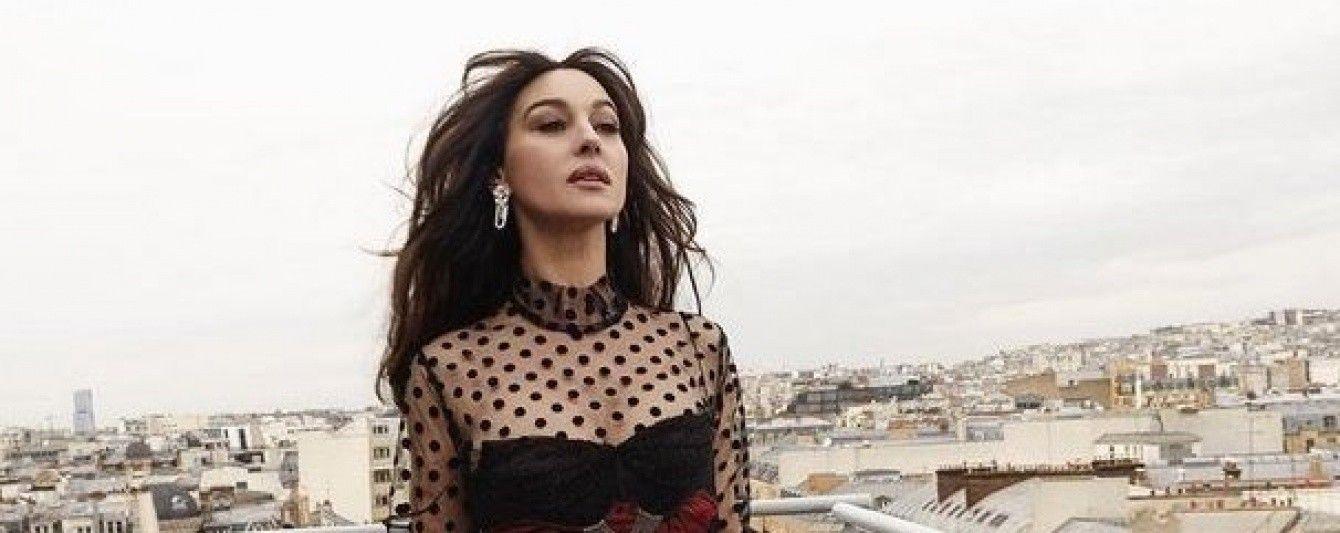 Очаровательная Моника Беллуччи в прозрачном платье позировала на крыше дома