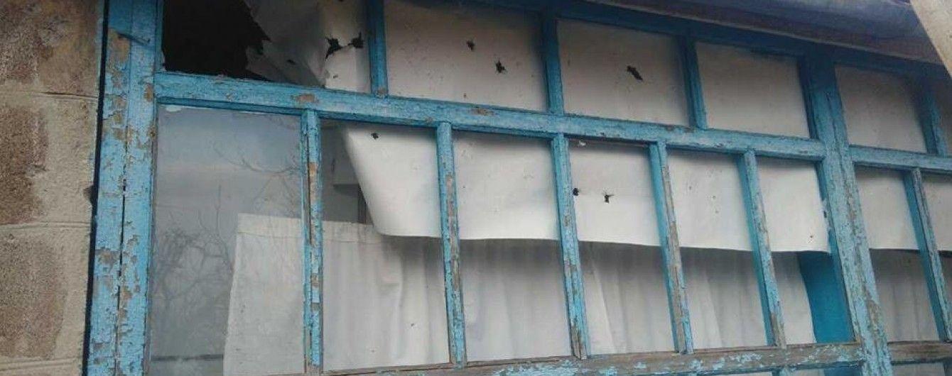 У штабі АТО показали наслідки нещадного обстрілу бойовиками околиць Новотроїцького