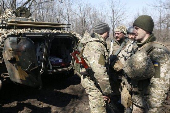 Нічні обстріли бойовиків та вогонь українських військових у відповідь. Дайджест АТО