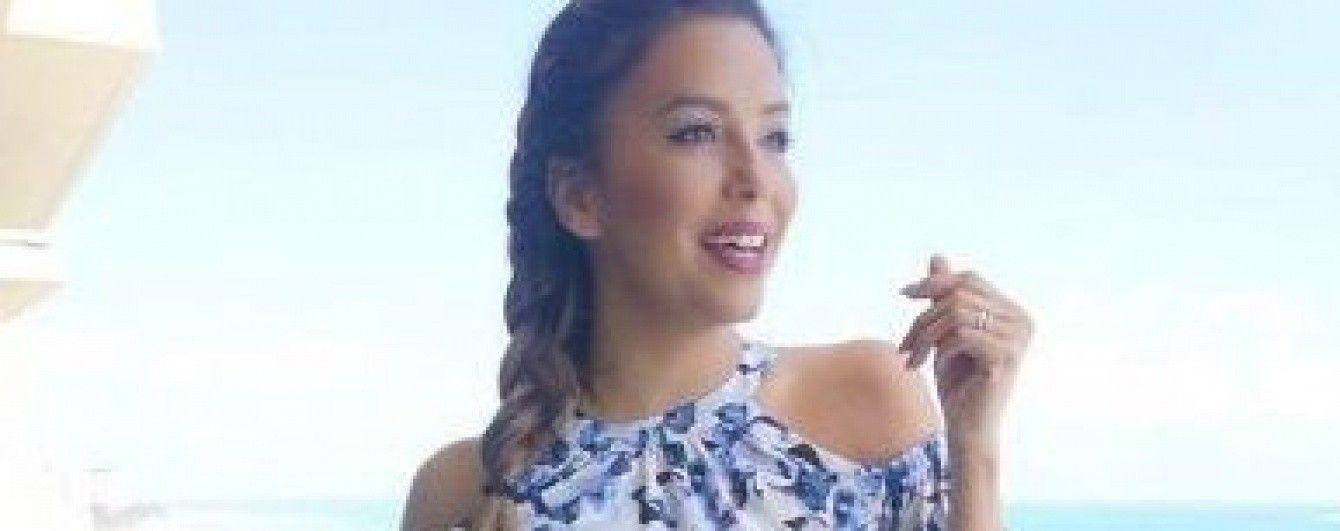 В цветочном платье с обнаженными плечами: Ева Лонгория поделилась красочным снимком