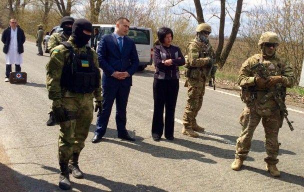 """Бойовики """"ДНР"""" передали Лутковській 14 ув'язнених"""