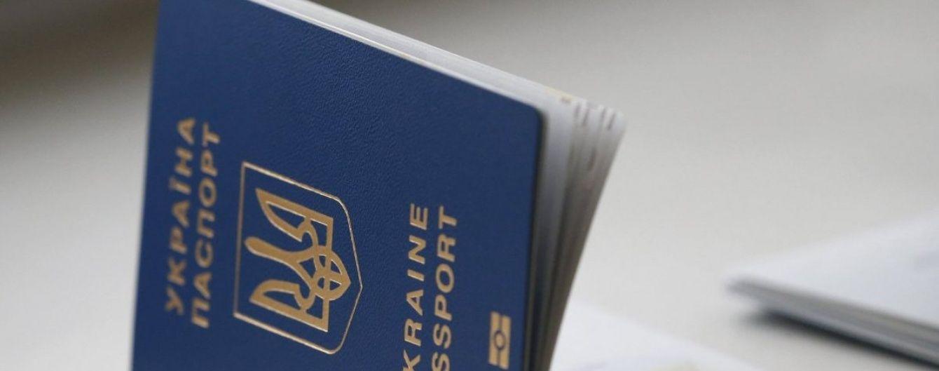У Міграційній службі прогнозують незначне зниження вартості біометричного паспорта