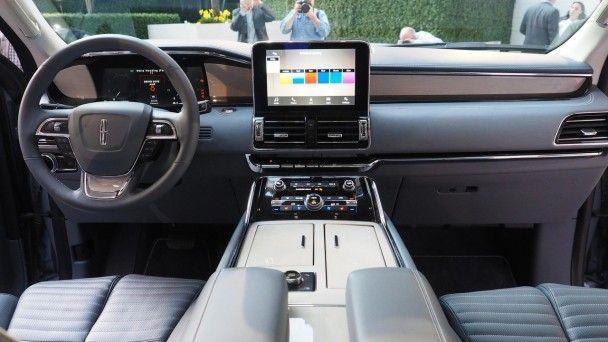 В Нью-Йорке Lincoln показал внедорожник Navigator нового поколения