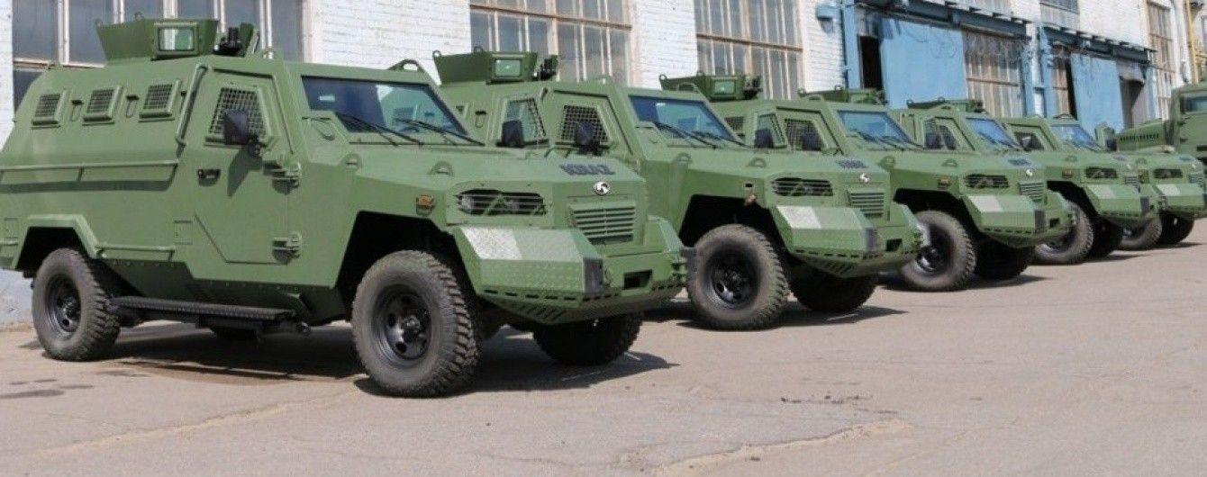 """АвтоКрАЗ"" передал заказчику партию бронеавтомобилей КрАЗ-Кугуар"