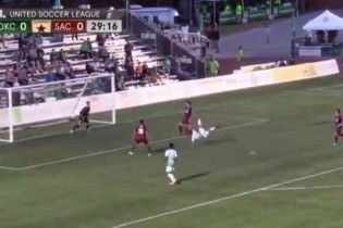 Мексиканский футболист забил фантастический гол после акробатического вброса