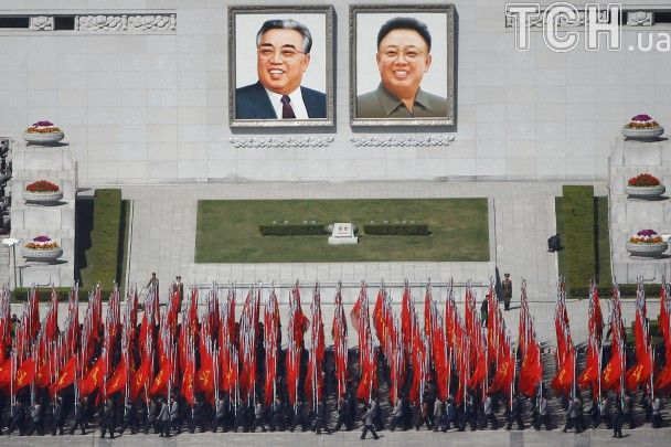 Як у КНДР готуються до річниці народження першого диктатора країни: яскраві сукні і репетиції параду