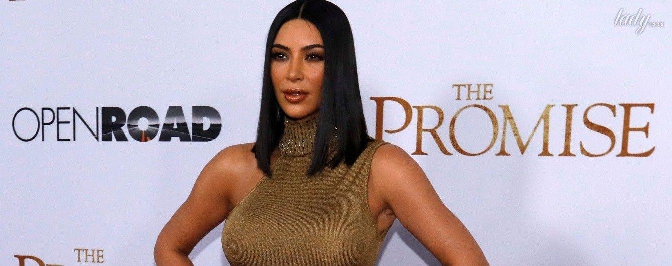 В золотом платье на красной дорожке: Ким Кардашьян с сестрой пришла на премьеру фильма