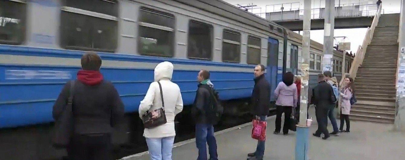 """Хепі-енд залізничного конфлікту в Баришівці: вагонів додали, """"зайців"""" поменшало"""