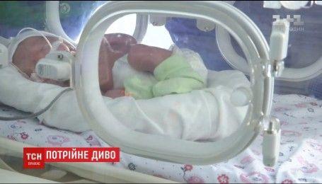 У Житомирі жінка, втративши єдиного сина, народила трійню дівчат