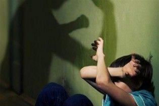 В Виннице решают, лишать ли прав мать за систематические избиения сына