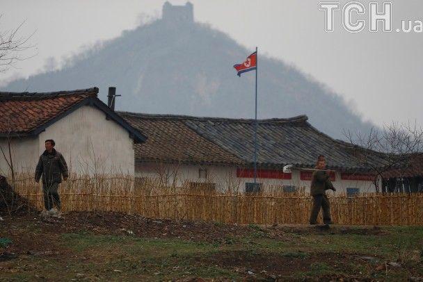 Reuters показало буденне життя жителів КНДР за день до святкування народження засновника країни