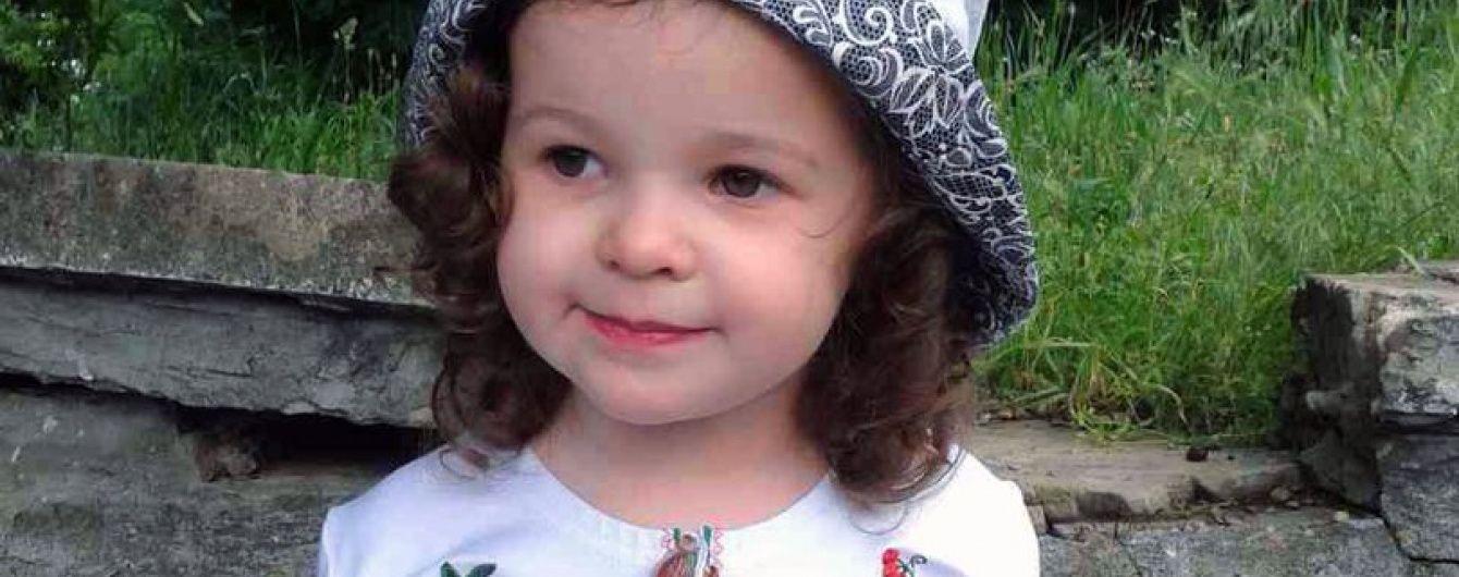 Мама маленької Насті просить врятувати життя її донечці