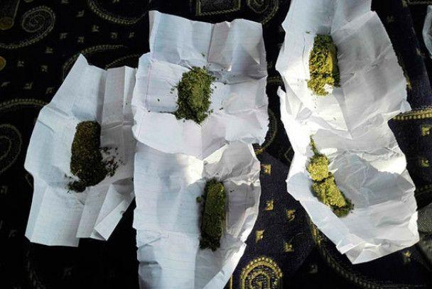 В Одесі маршрутник курив марихуану просто на узбіччі та возив в салоні бульбулятор