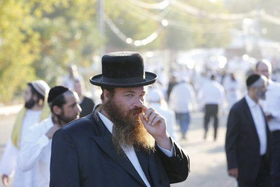 З піснями і штовханиною: в Умані тисячі хасидів зустріли єврейський новий рік