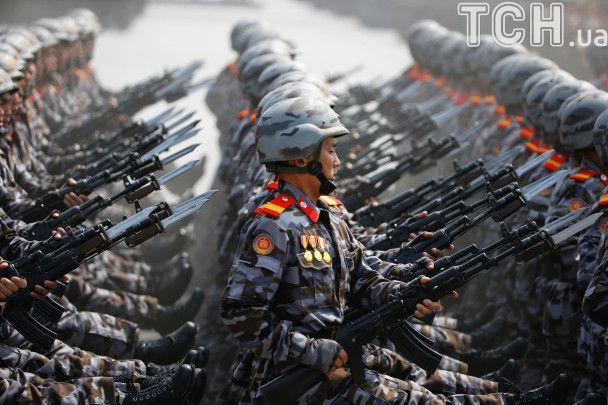 Вышколенные солдаты и ракеты для субмарин: масштабный парад КНДР ко Дня солнца в фотографиях