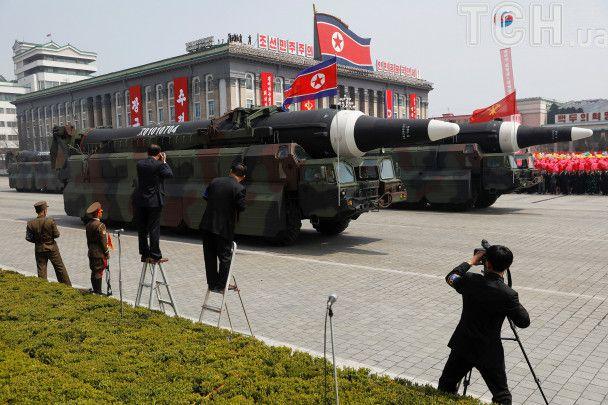 Вишколені солдати і нові балістичні ракети: масштабний парад КНДР до Дня сонця у фотографіях