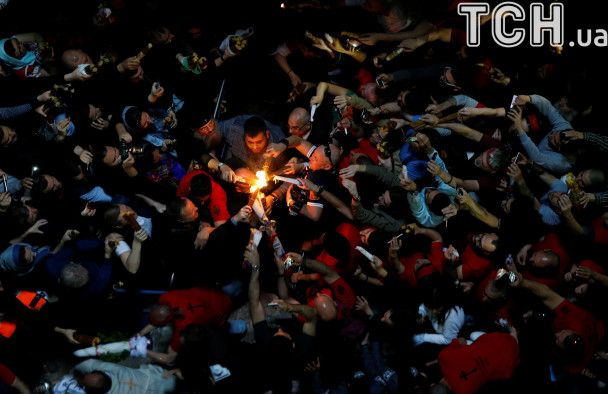 Reuters показало церемонію виносу Святого Світла з Гробу Господнього в Єрусалимі