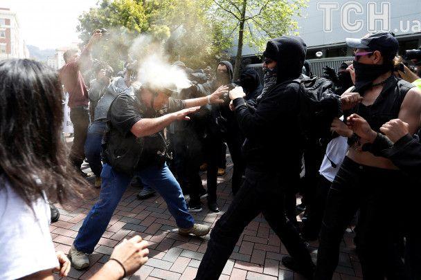 У Каліфорнії побилися до крові прихильники та противники Трампа