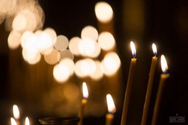 Великодня ніч. Як у Києві патріархати наввипередки Благодатний вогонь зустрічали