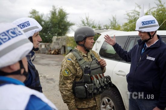 Спостерігачі ОБСЄ не змогли проїхати до Світлодарська через міни