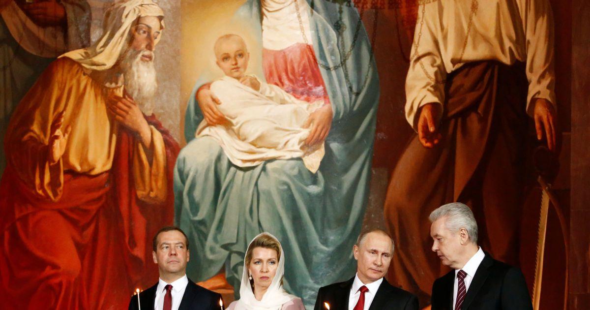 Прем'єр Росії Дмитро Медведєв з дружиною, Володимир Путін і мер Москви Сергій Собянін