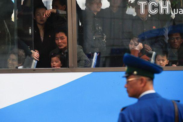 Цветы для первого диктатора: граждане КНДР любуются выставкой ко дню рождения Ким Ир Сена